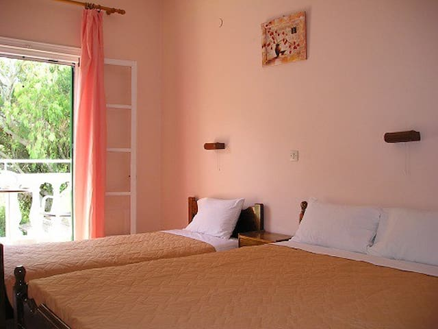 Studio for 3 just 200m from the sea - Mesoggi - Overig