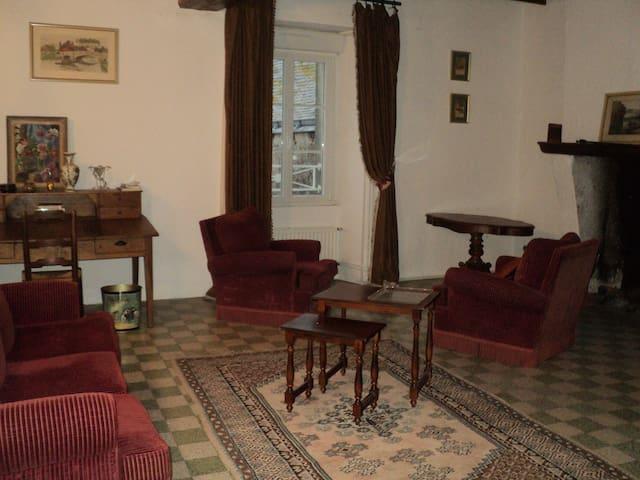 Maison XVIIe 1er etage - Villemoisan - Lägenhet