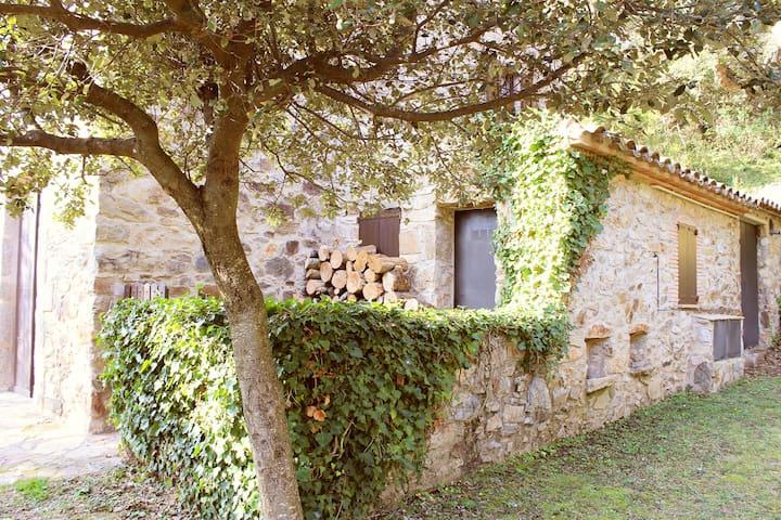Masía de piedra en el Alt Ampurdà - Girona - Ev
