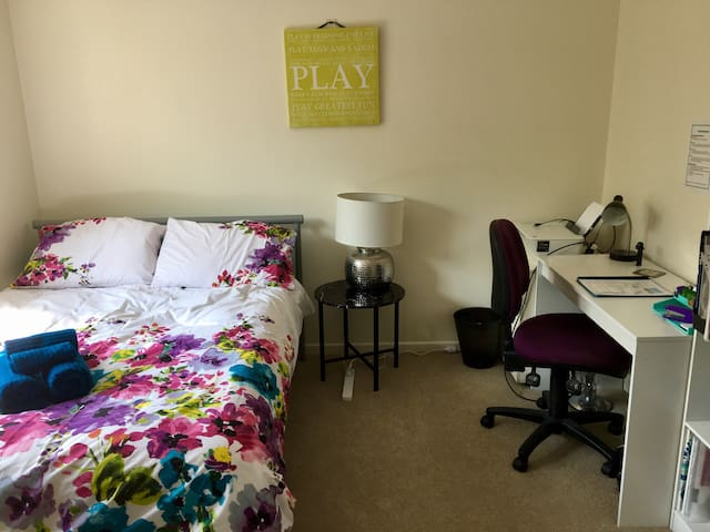 Sunny, traveller-friendly Brisbane apartment - Yeronga - Appartement