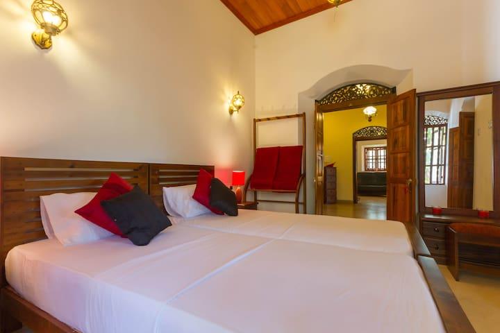 Saffron Room, Galle Wakwella Villa - กอลล์ - วิลล่า
