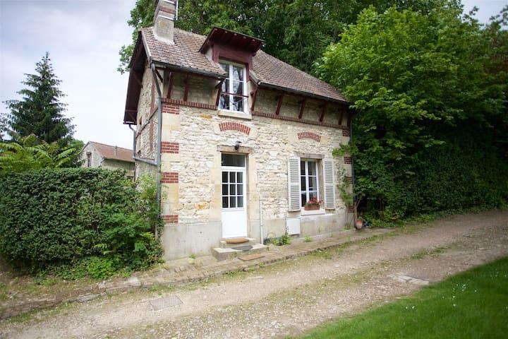 Charmante Maison ancienne entre Chantilly-Senlis - Avilly-Saint-Léonard - Hus