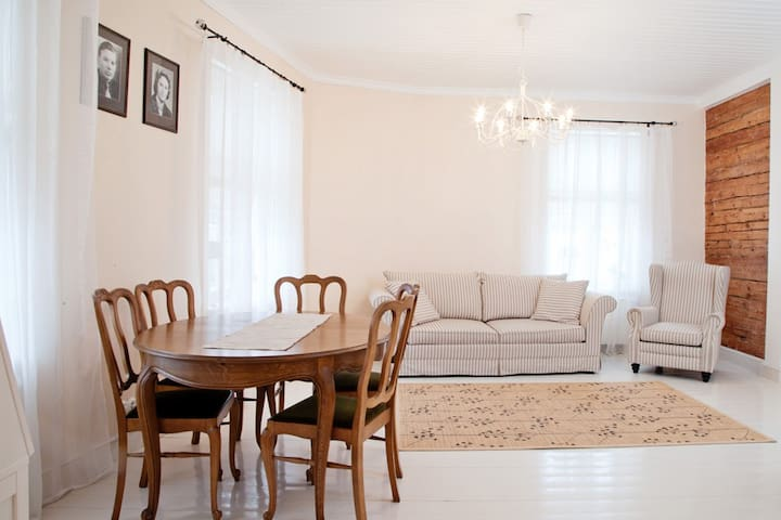 Bright and cozy apartment in Haapsalu old town. - Haapsalu - Leilighet