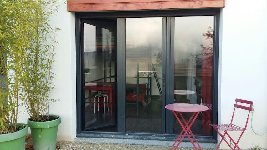 Studio en rouge et noir - Saint-Martin-d'Uriage - Daire