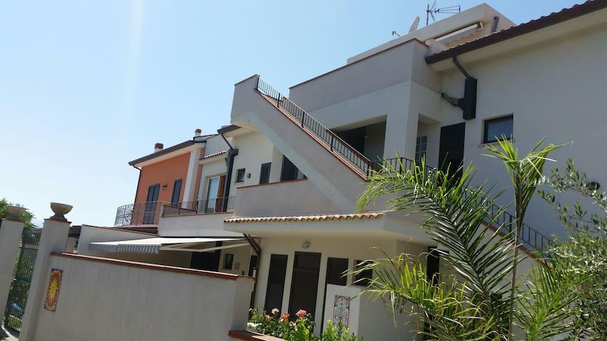 Adige apartment - Barcellona Pozzo di Gotto, Sicilia, IT - Leilighet