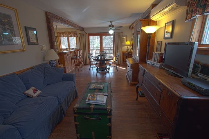REAL B&B! Jay Peak Lodge Suite - Montgomery Center - Bed & Breakfast