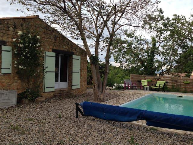 Chambre dans maison au calme avec piscine - Salazac - Huis