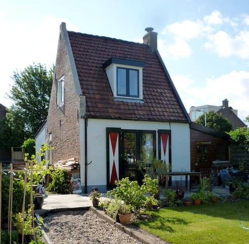 Cosy little house with garden - Santpoort-Zuid - Hus