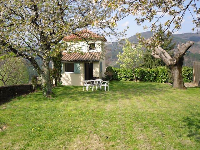 Petite maison indépendante à la campagne Ardèche - Rocher - Casa