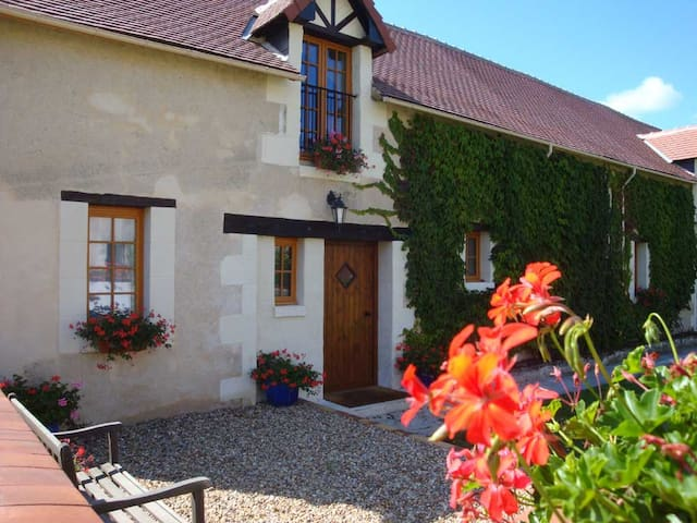 La Laiterie, a wonderfully sunny and spacious gite - Abilly