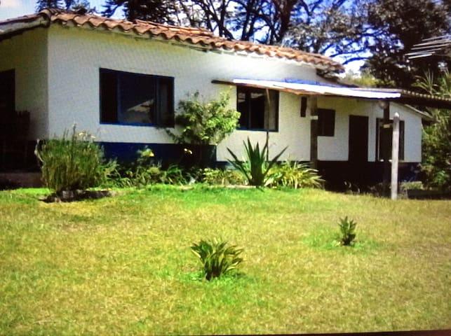 Spacious farmhouse close to airport - Rionegro - Rumah