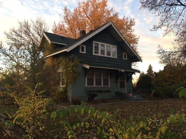 Cozy, ENTIRE home near NE Minneapolis - Columbia Heights - Hus