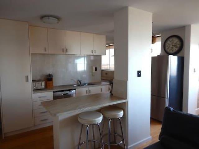 Modern 2 bed apartment-Perth city & River views - Maylands - Leilighet