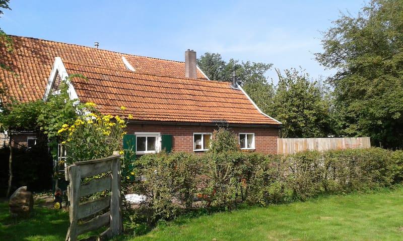 Een eigen huisje op een eeuwenoud erf - Winterswijk Brinkheurne - Houten huisje