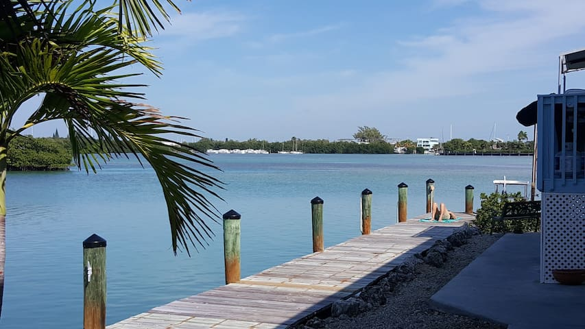 Bay House - Stunning Waterfront Privacy, 120' dock - Key Colony Beach - Casa