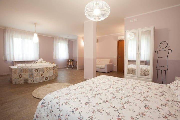 Suite con vasca idromassaggio,piscina e ristorante - Rio Salso-case Bernardi - Bed & Breakfast