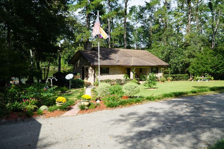 Country home on small lake near Tallahassee Fl. - Havana
