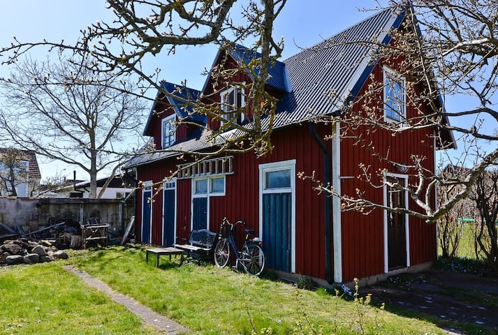 "Gårdsstuga (""Back yard house"") - Visby - Konukevi"