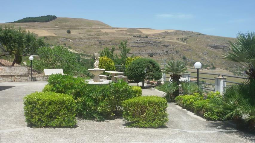 La porta del Kassar - Castronovo di Sicilia - Naturstuga