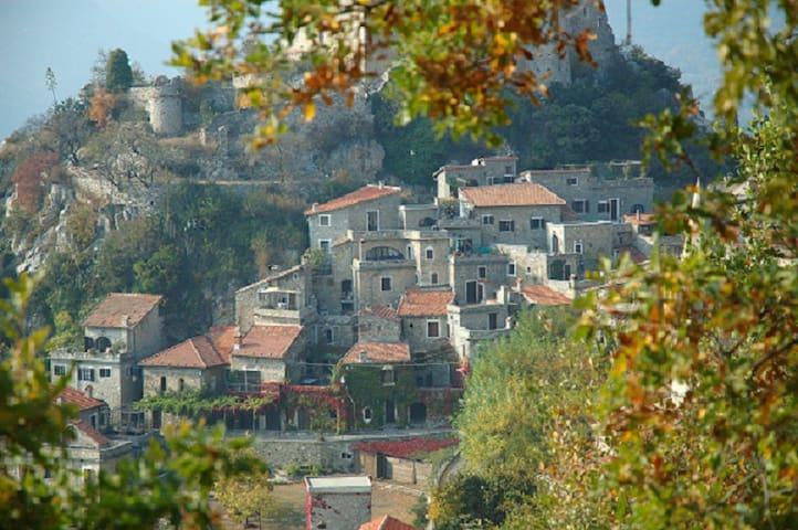 Protected medieval casa in Liguria - Castelvecchio di Rocca Barbena