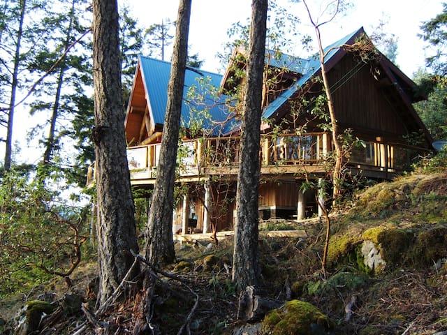 Log Home , spectacular views - Garden Bay