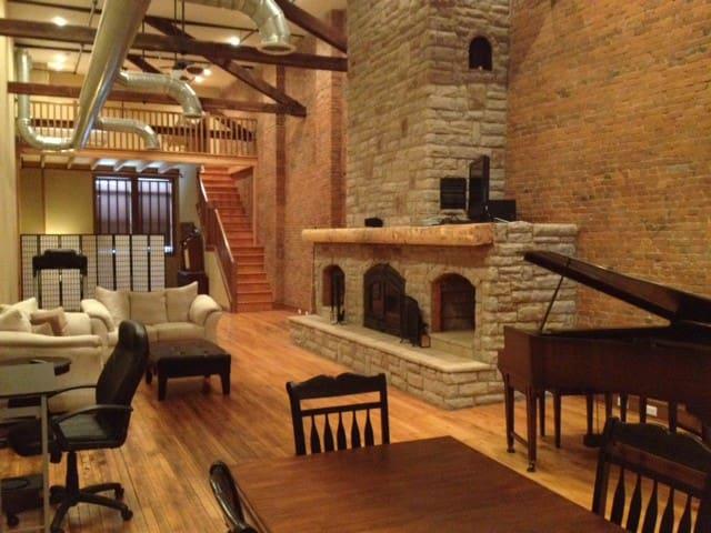 Penthouse Suite - Downtown Wooster Loft Living - Wooster - Leilighet
