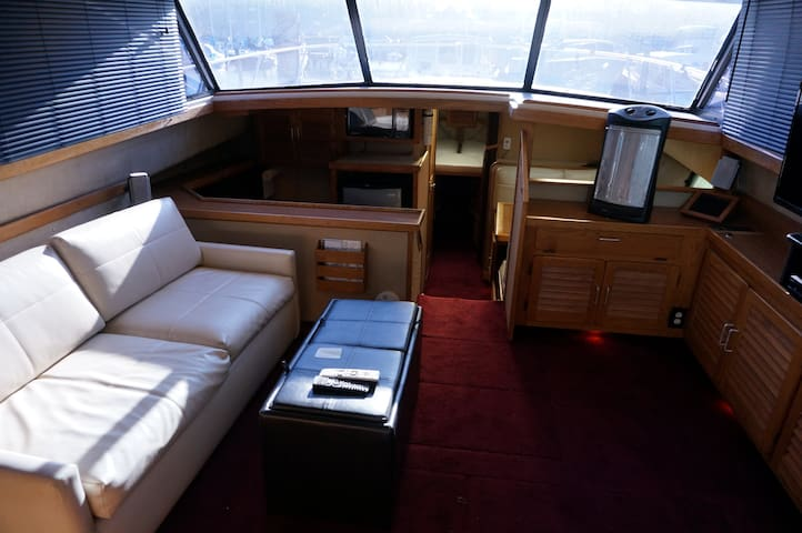 Modern Fells Point Private Yacht - Baltimore