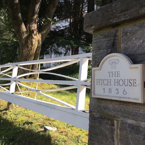 Fitch House Bed & Breakfast - Adams Room - Mansfield - Bed & Breakfast