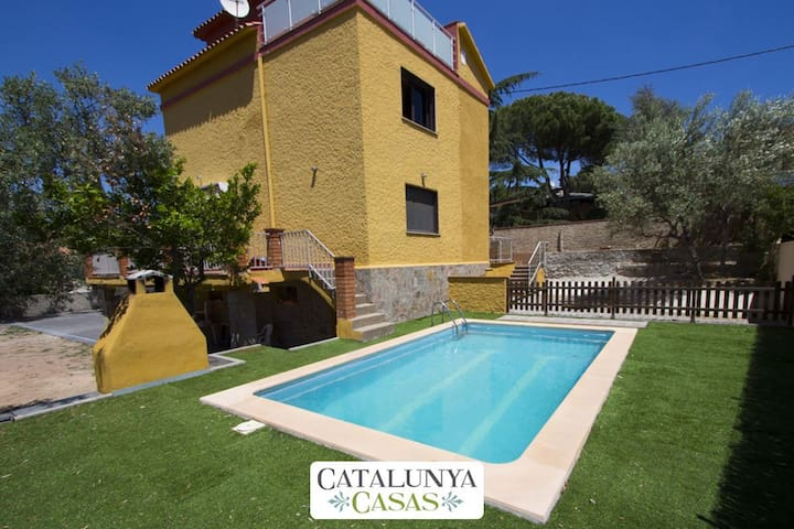 Superb Airesol C villa for 8-9 guests with a private, secure pool and gorgeous mountain views - Barcelona Region - Villa