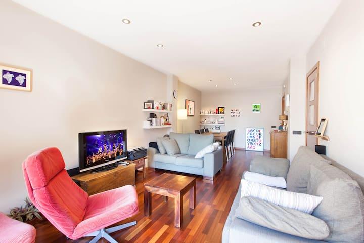 Double room in a cozy apartment - Vic - Apartemen