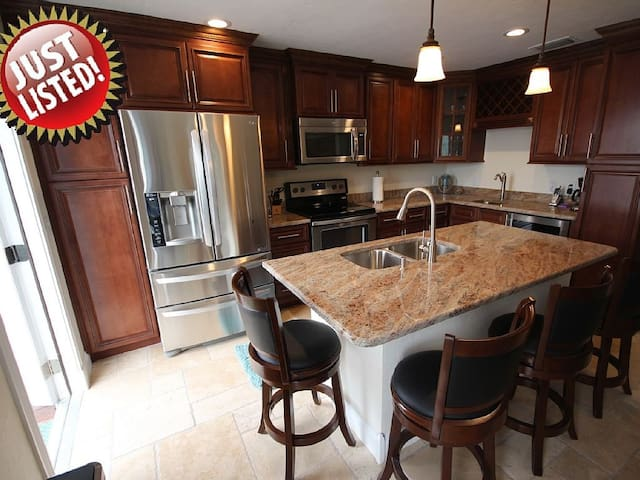 NEW LISTING:  Fully updated!  Steps to the beach! - Fort Myers Beach - Apartament