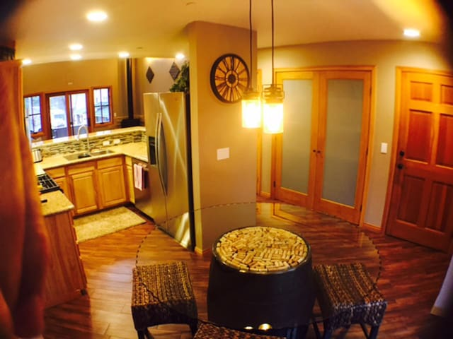 In Town - Walk to Everything!!  THE WINE LOFT! - Idyllwild-Pine Cove - Condo