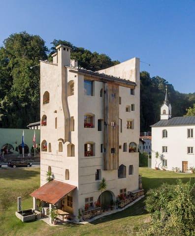 TURMPALAIS in THE TOWER OF CASTLE SCHEDLING - Trostberg - Lägenhet