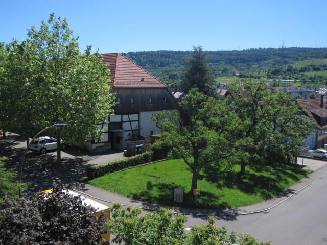 Moderne, sehr sonnige Wohnung mit Garten - Weinstadt - Apartamento