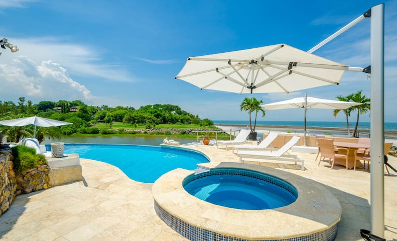 Spectacular beach house in Punta Barco Resort - Panamá Oeste - Ev