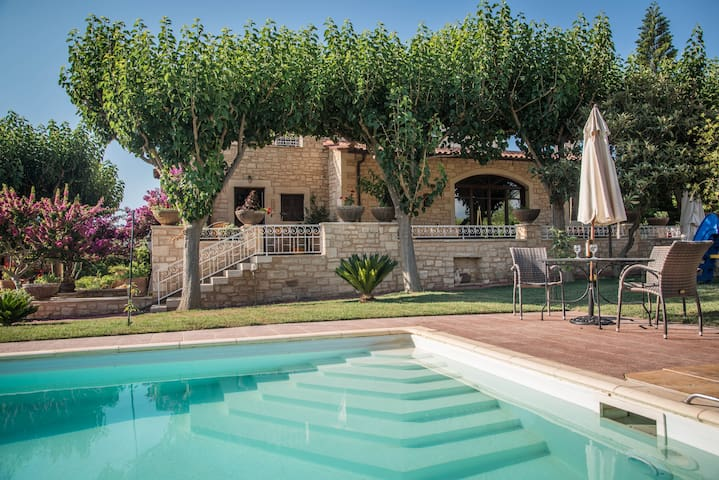 Villa Agapi-stone built in a farm - Loutra - Villa