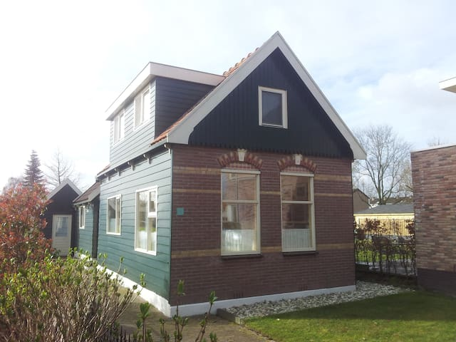 Cozy Room in a Picturesque House - Landsmeer - Talo