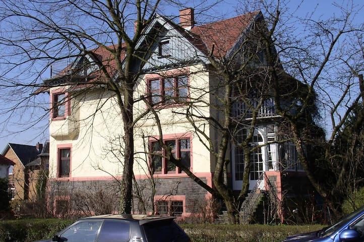 Wohnen in Auerbacher Jugendstilvilla - Bensheim - Apartemen