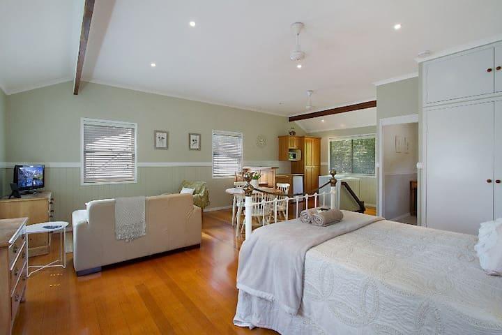 Gold Coast Acreage Self-contained Studio Apt - Worongary - Daire
