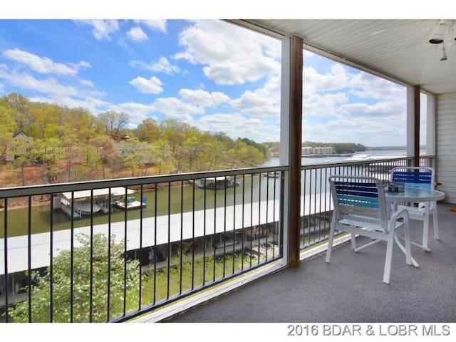 Bagnell Dam Lakefront 2BR/2BA: Pool, Dock, BBQ! - Lake Ozark - Condo