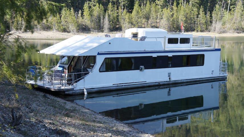 Kootenay Houseboat Rental - Nelson