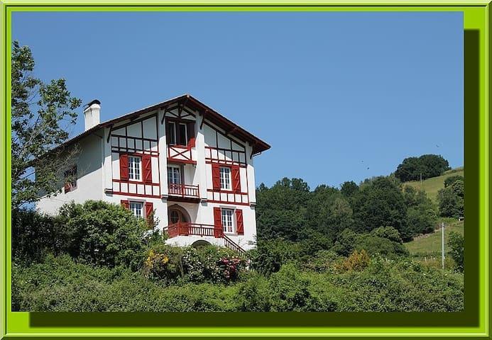 Gite Zelai Begi  grande capacité au Pays Basque - Aldudes