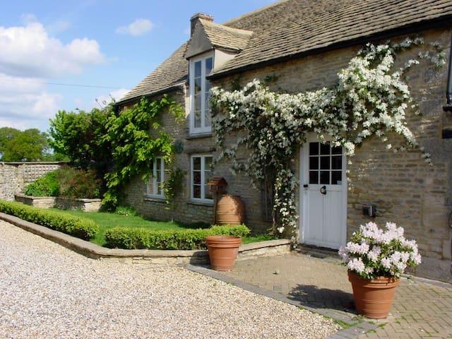 Period, listed 2 bedroom barn - Curbridge - Hus