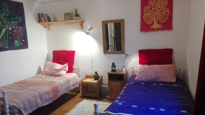 QUIET, BEAUTIFUL HOME, CENTRAL LOCATION - Glastonbury