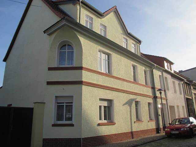 Einzel- Durchgangszimmer - Dessau-Roßlau - House