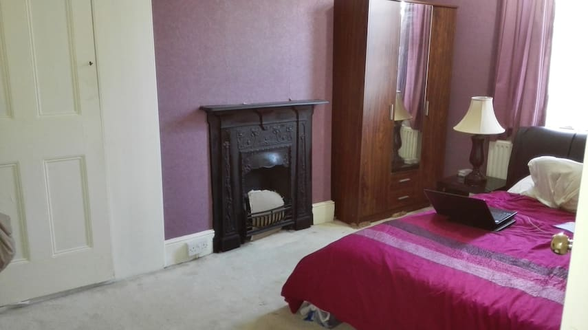 Furnished Double Bed room available - Ilford - Hus