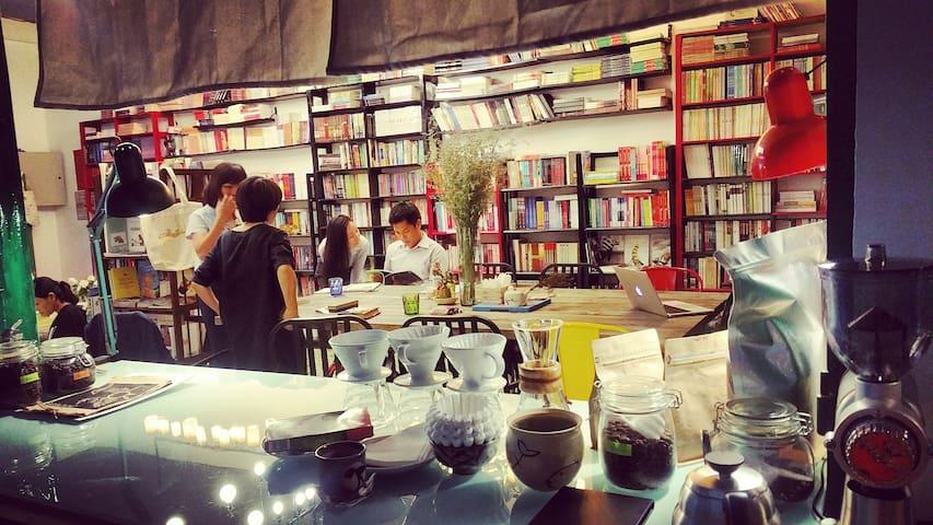 Comfort Couple Room in Bookstore (#201) - Хошимин - Дом