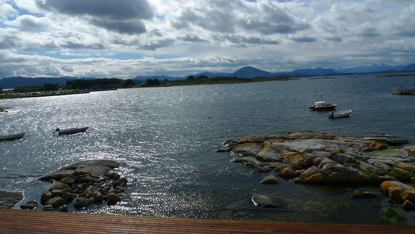 New coastal apartment, beautiful panoramic views! - Bud - Leilighet