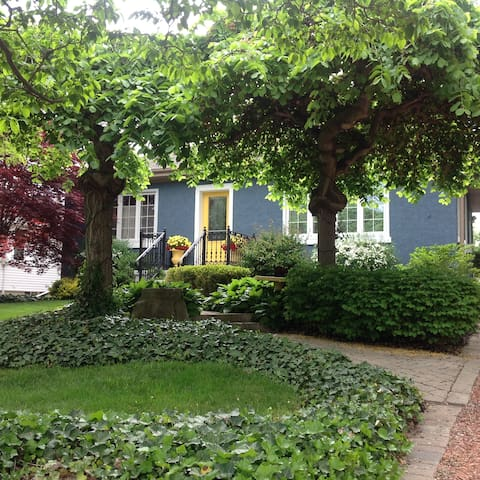 Garden Oasis in Old Town - Niagara-on-the-Lake - Hus