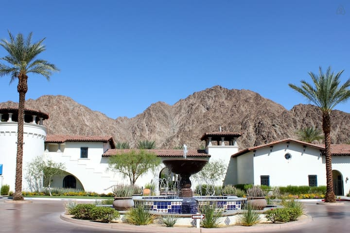 Upgraded 3Bd/3Ba Villa on the Paseo with Fountain Views - Upper C75 - ラキンタ - 別荘